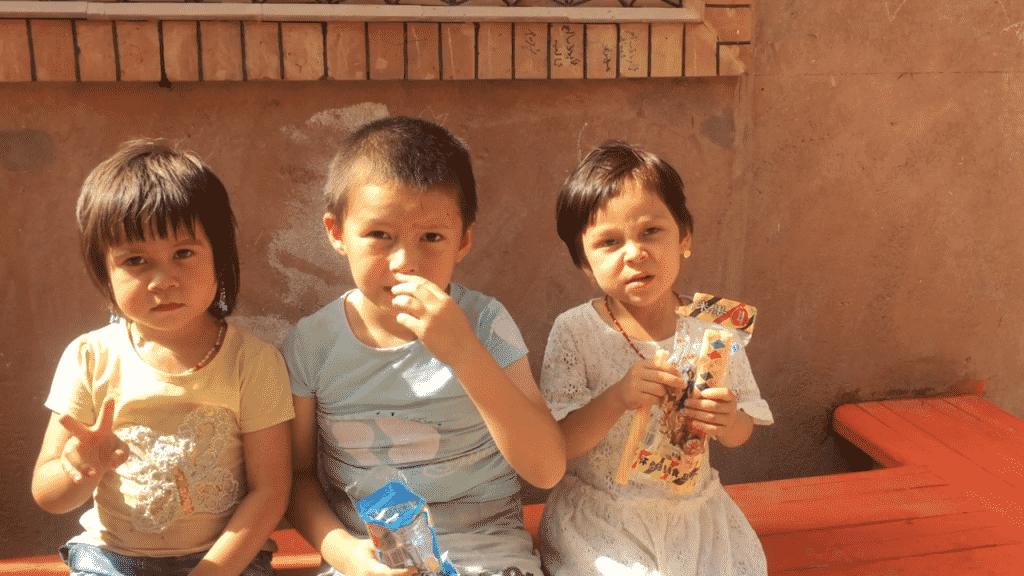 Anak-anak Xinjiang