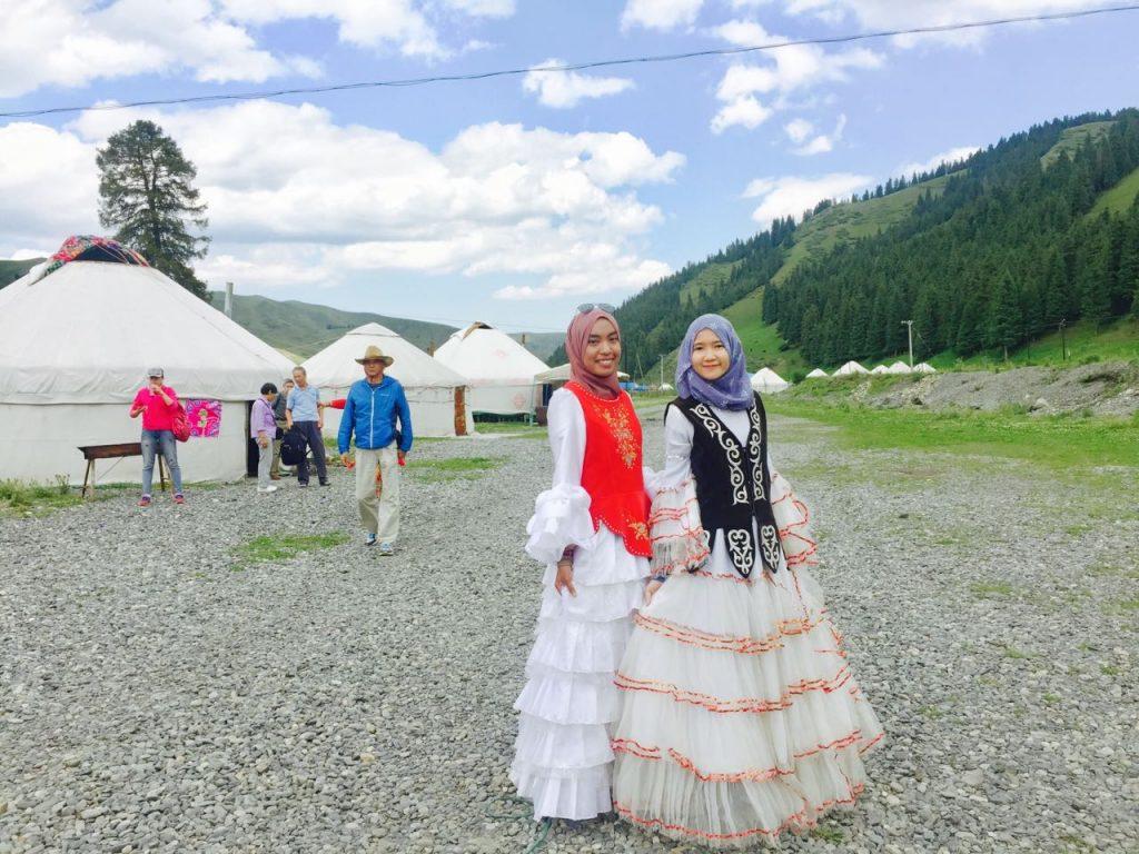 Pakaian tradisional kaum Kazakh